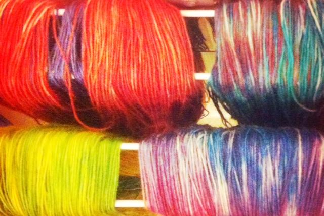 Ostereierfarben färben